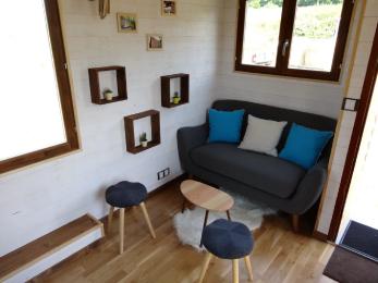 salon d'un modèle de Tiny House (chalet nomade)