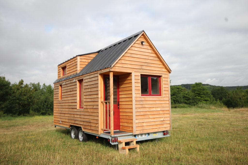 le concept de tiny house les chalets nomades. Black Bedroom Furniture Sets. Home Design Ideas