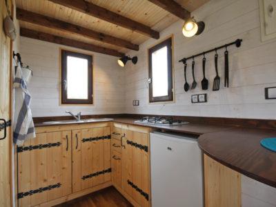 cuine équipée d'un chalet nomade (tiny house)