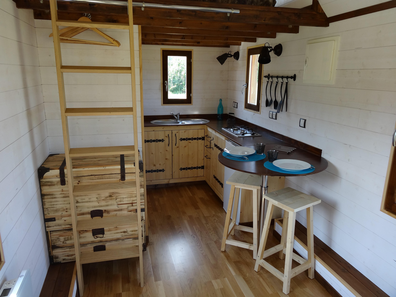 cuine équipée d'une tiny house (chalet nomade)