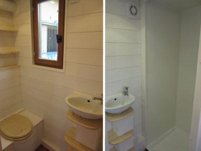 Les sanitaires composés d'un lavabo, d'une douche et de toilettes sèches (wc) avec des étagères pour ce modèle de tiny house basé La Familiale. Possibilité de livrer en France notamment en Bretagne (Rennes, Nantes, Saint Brieuc, Saint Malo, Bretz, etc.)