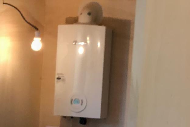 Installation d'un chauffe-eau instantanné pour cette tiny house