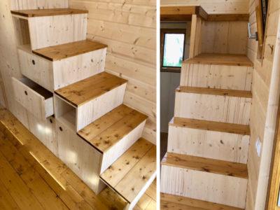 Escalier offrant l'accès à l'autre mezzanine de cette Tiny House créée dans le Perche (Orne, Sarthe et Eure et Loir) entre Chartres, Le Mans et Alencon en Eure et loir : des placards ont été réalisés sous l'escalier afin d'optimiser l'espace