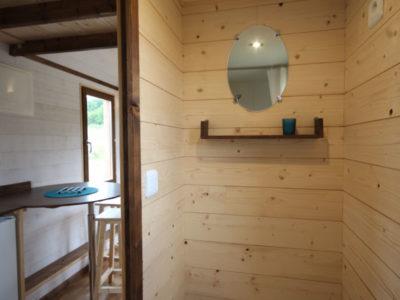 Toilettes sèches (=WC écologique) dans la salle d'eau dans ce modèle de Tiny House