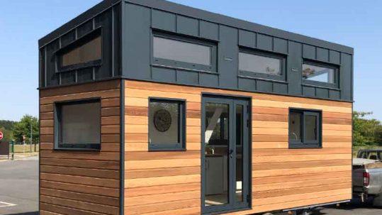 Réalisation d'une tiny house autonome sur-mesure pour 8 personnes avec 2 chambres en mezzanine fabriquée en Orne dans le Perche entre Le Mans (Sarthe), Alençon (Orne) et Chartres (Eure-et-loir)
