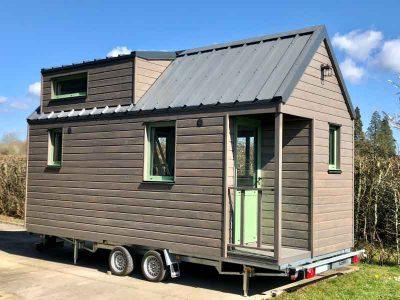 Réalisation d'une tiny house autonome sur-mesure pour 2 personnes avec 1 chambre en mezzanine fabriquée en Orne dans le Perche entre Le Mans (Sarthe), Alençon (Orne) et Chartres (Eure-et-loir)